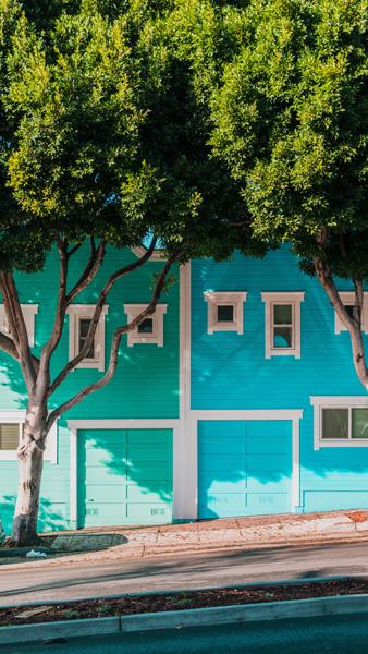 5 Factors to Consider When Installing a New Garage Door